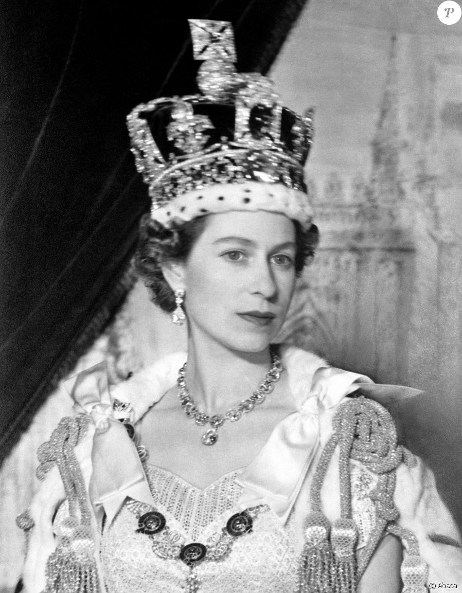 Portrait De La Reine Elisabeth Ii Buckingham Palace