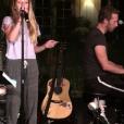 Chris Martin sur scène avec son groupe Coldplay et sa fille Apple. Photo publiée sur Instagram le 24 octobre 2016