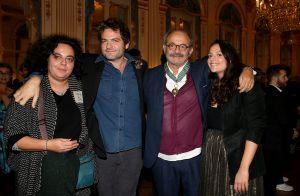Louis Chedid décoré : Matthieu, Émilie et Anna, fiers de leur