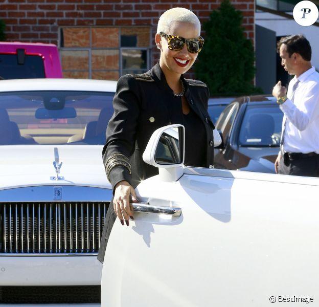 Amber Rose reçoit une magnifique Rolls-Royce pour son anniversaire à Beverly Hills, le 25 octobre 2016