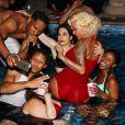 Amber Rose a publié les photos de sa pool-party d'anniversaire sur sa page Instagram. Elle est apparue très proche du danseur Val Chmerkovsky. Photo publiée sur Instagram le 24 octobre 2016