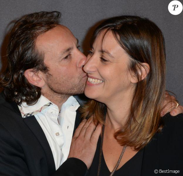 """Philippe Candeloro et sa femme Olivia - Première de la comédie musicale """"Cats"""" au théâtre Mogador à Paris, le 1er octobre 2015."""