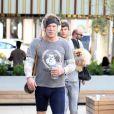 Exclusif - Mickey Rourke avec son chien à la sortie de son cours de gym à Equinox à West Hollywood, le 28 septembre 2016