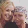 Shannen Doherty se bat contre le cancer du sein et garde le sourire grâce à son amie Chelsea Handler. Photo publiée sur Instagram le 24 octobre 2016