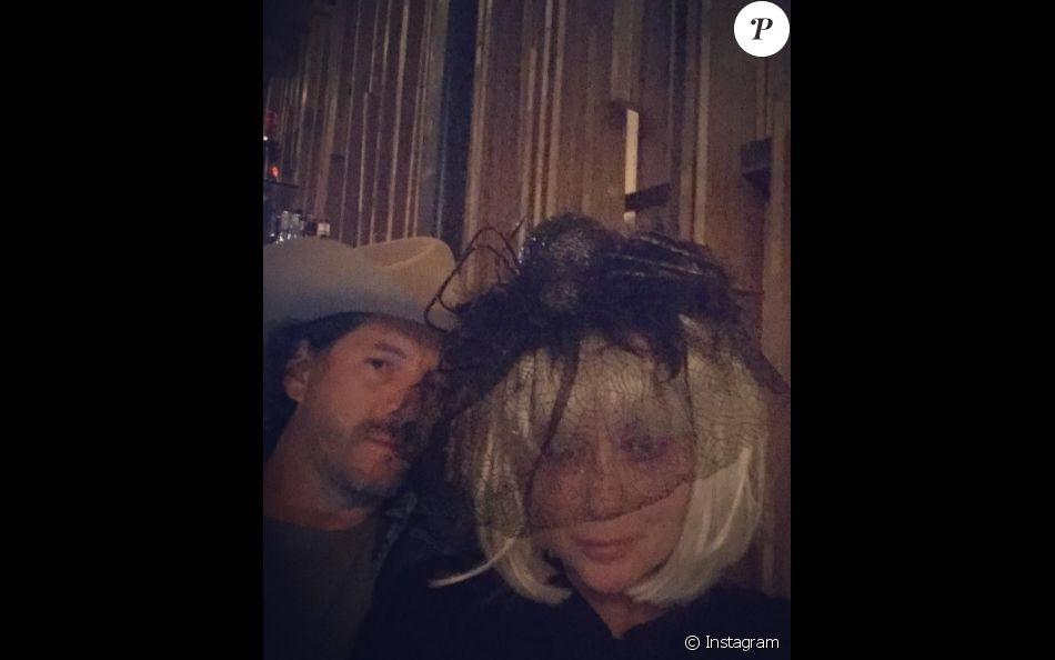 Shannen Doherty avec son mari Kurt Iswarienko fêtant Halloween (octobre 2016).