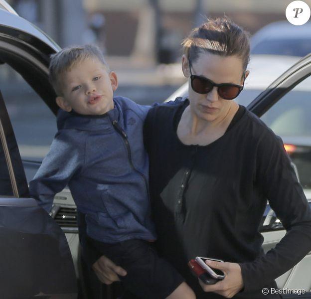 Ben Affleck et Jennifer Garner sortent déjeuner ensemble avec leur fils Samuel à Santa Monica le 4 novembre 2016.