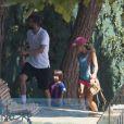 Shakira et son compagnon Gerard Piqué sortent jouer au tennis avec leurs enfants Milan et Sasha à Barcelone le 3 septembre 2016
