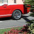 Kendall Jenner tourne une émission à bord d'une Ford Mustang Rouge à Los Angeles le 10 novembre 2016.