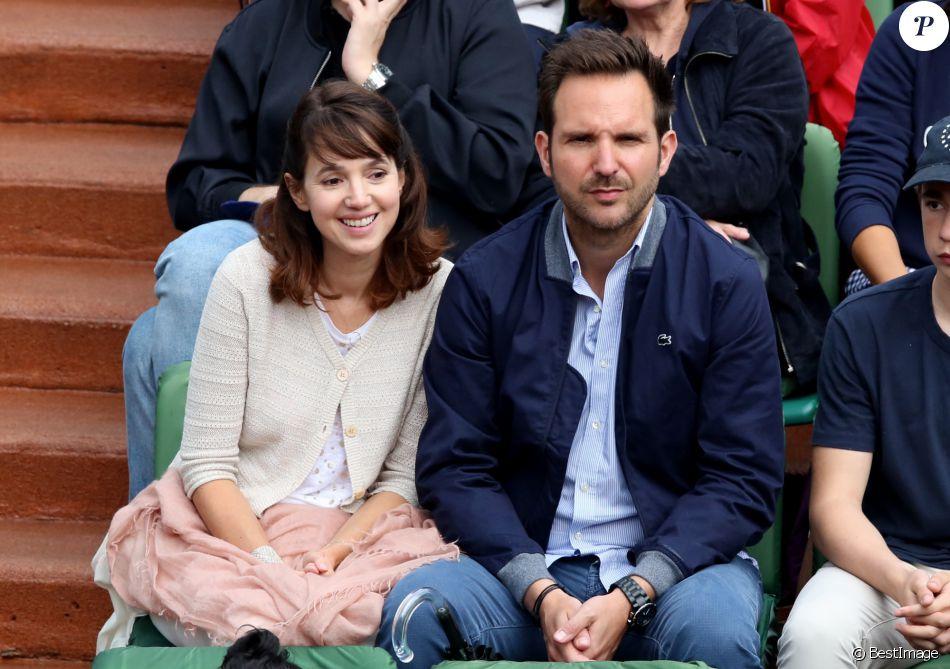 Christophe michalak et sa femme delphine mccarty dans les tribunes lors du tournoi de roland - Jean francois balmer et sa femme ...