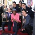Le groupe New Kids on the Block, composé de Donnie Wahlberg, Jordan Knight, Jonathan Knight, Joey McIntyre, et Danny Wood, reçoit son étoile sur le Walk Of Fame en compagnie d'Arsenio Hall à Hollywood, le 9 octobre 2014