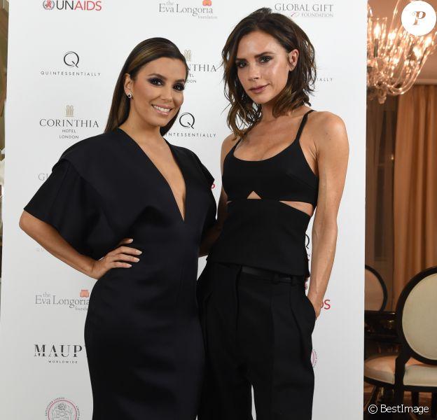 Eva Longoria et Victoria Beckham lors d'une nouvelle édition du Global Gift Gala à l'hôtel Corinthia à Londres, le 19 novembre 2016.