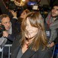 Carla Bruni-Sarkozy - Nicolas Sarkozy, arrivé en troisième position au premier tour de la primaire de la droite et du centre, quitte son QG de campagne après avoir prononcé un discours, avec sa femme Carla Bruni-Sarkozy à Paris, France, le 20 novembre 2016. © Agence/Bestimage