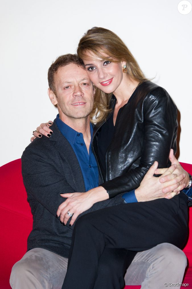 rocco siffredi et sa femme rozsa tassi siffredi photocall de l 39 mission de t l casa siffredi. Black Bedroom Furniture Sets. Home Design Ideas