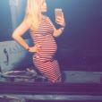 Coralie Xhaard (Secret Story 4) enceinte et radieuse. Elle vient de révéler le sexe de son bébé ! Juillet 2016.