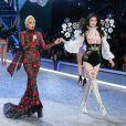 Lady Gaga, Sui He - Défilé Victoria's Secret Paris 2016 au Grand Palais à Paris, le 30 novembre 2016. © Cyril Moreau/Bestimage