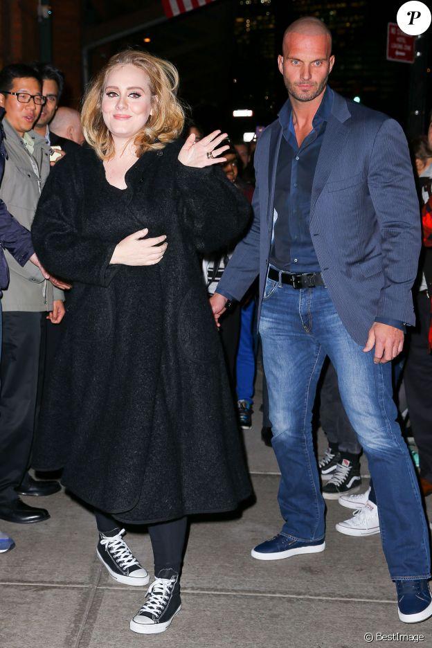 Adele et son garde du corps Peter Van der Veen dans les rues de New York, le 16 novembre 2015.
