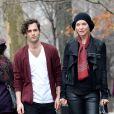 """Uma Thurman et Penn Badgley sur le tournage du film """"The Slap"""" à New York. Le 16 décembre 2014"""