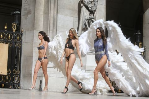 Victoria's Secret à Paris : Après le Grand Palais, les anges enflamment l'Opéra
