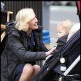 Gretchen Mol et son fils sur le tournage de la série Life on Mars à New York