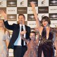 """Paul W.S. Anderson, Ever Anderson et Milla Jovovich alors de la première mondiale de """"Resident Evil: The Final Chapter"""" à Tokyo, le 13 décembre 2016."""