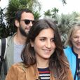 Géraldine Nakache (enceinte) et son mari Jérôme arrivent à l'aéroport de Nice à l'occasion du 69ème Festival International du Film de Cannes. Le 11 mai 2016