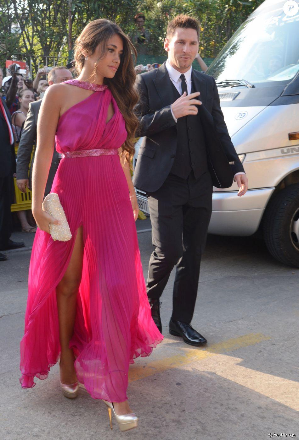 Lionel Messi et sa petite amie Antonella Rocuzzo , Mariage du footballeur  Xavi Hernandez et Nuria Cunillera a Blanes, le 13 juillet 2013.