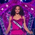 Miss Guyane   : Alicia Aylies -   Les cinq finalistes défilent en tenue de fée de Noël.   Concours Miss France 2017. Sur TF1, le 17 décembre 2016.