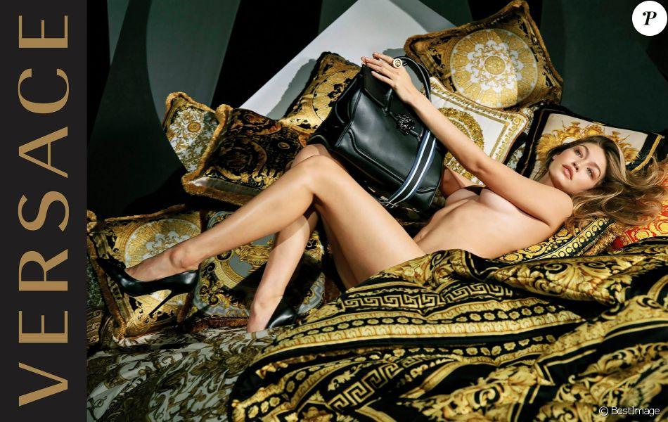 Gigi Hadid figure sur la nouvelle campagne publicitaire de Versace Home. Photo par Bruce Weber.