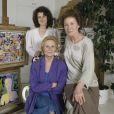 Archives - En France, à Neuilly-sur-Seine, portrait en intérieur de Michèle Morgan chez elle, en compagnie de sa soeur Hélène Roussel et sa fille Catherine Cellier en mai 1989.