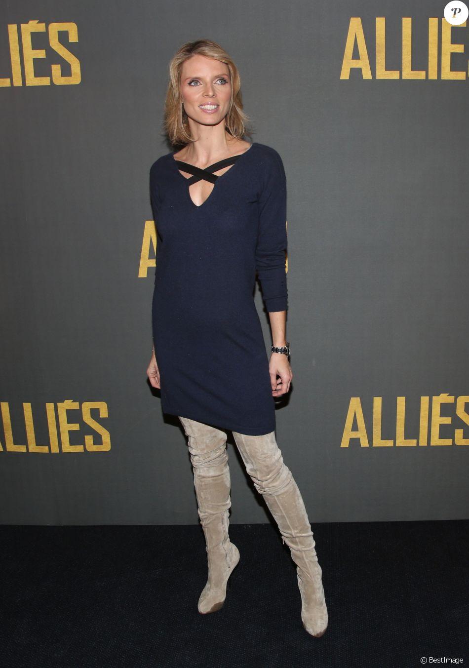 """Sylvie Tellier - Avant-première du film """"Alliés"""" au cinéma UGC Normandie à Paris, le 20 novembre 2016. © Denis Guignebourg/Bestimage"""