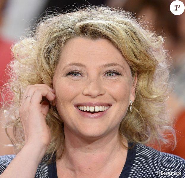 """Cécile Bois - Enregistrement de l'émission """"Vivement Dimanche"""" à Paris le 13 mai 2015 et qui sera diffusée le 17 Mai 2015."""