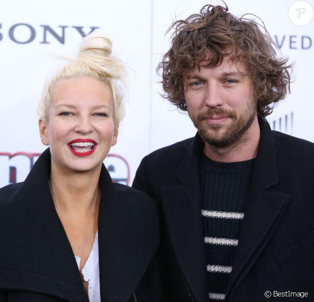 """Sia et son mari Erik Anders Lang à la première de """"Annie'"""" à New York, le 7 décembre 2014. En décembre 2016, le couple annonçait son divorce."""