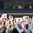 """ La famille impériale du Japon (de gauche à droite : la princesse Masako, le prince Naruhito, l'empereur Akihito, l'impératrice Michiko, le prince Fumihito, la princesse Kiko, la princesse Mako et la princesse Kako) au balcon du palais impérial à Tokyo pour la traditionnelle apparition du Nouvel An, le 2 janvier 2017. Cette année, pas de discours, pour ménager la santé déclinante du souverain. 96 000 personnes sont venues saluer la famille impériale.   Japan's Emperor Akihito(L3) waves to well-wishers with Empress Michiko(L4), Crown prince Naruhito(L2), Crown princess Masako(L), Prince Akishino (R4), his wife Princess Kiko(R3), Princess Mako(R2) and Princess Kako(R) during a new year greeting at the East Plaza, Imperial Palace in Tokyo, Japan, on January 2, 2017. Photo by Keizo Mori/UPI /ABACAPRESS.COM02/01/2017 - Tokyo """