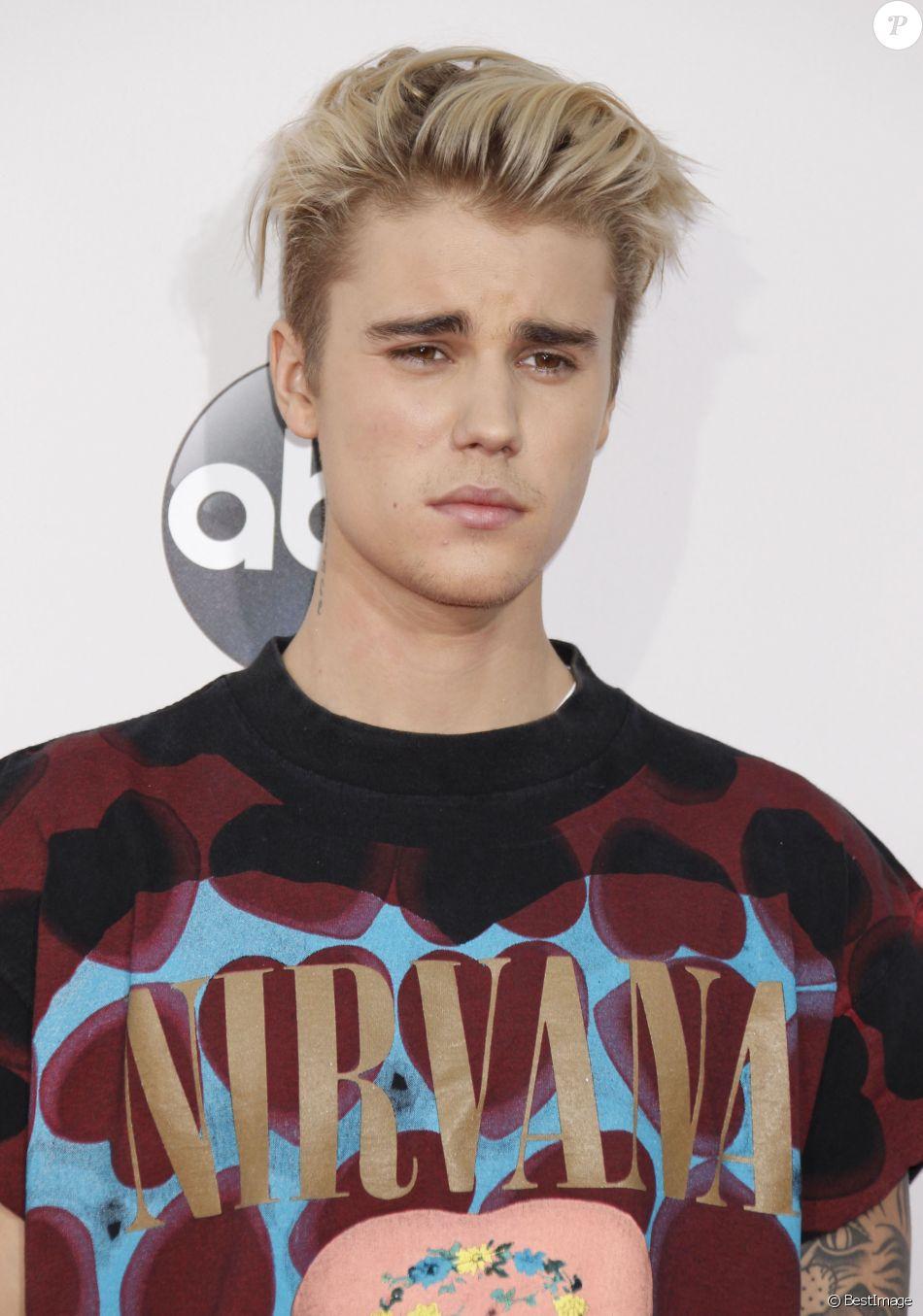 """Justin Bieber à La 43ème cérémonie annuelle des """"American Music Awards"""" à Los Angeles, le 22 novembre 2015."""