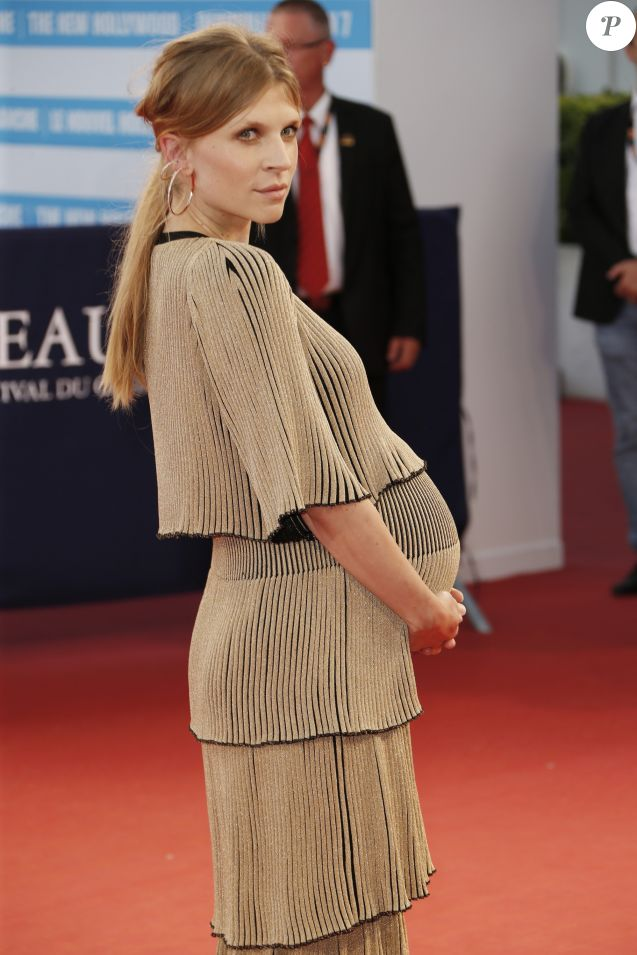 "No Web No Chaines TV - Clémence Poésy enceinte lors de la première de ""Imperium"" au 42ème Festival du cinéma américain de Deauville, France, le 9 septembre 2016. © Christophe Aubert via Bestimage  Celebs during the ""Imperium"" premiere at the 42nd Deauville American Film Festival in Deauville, France on September 9th, 2016.09/09/2016 - Deauville"