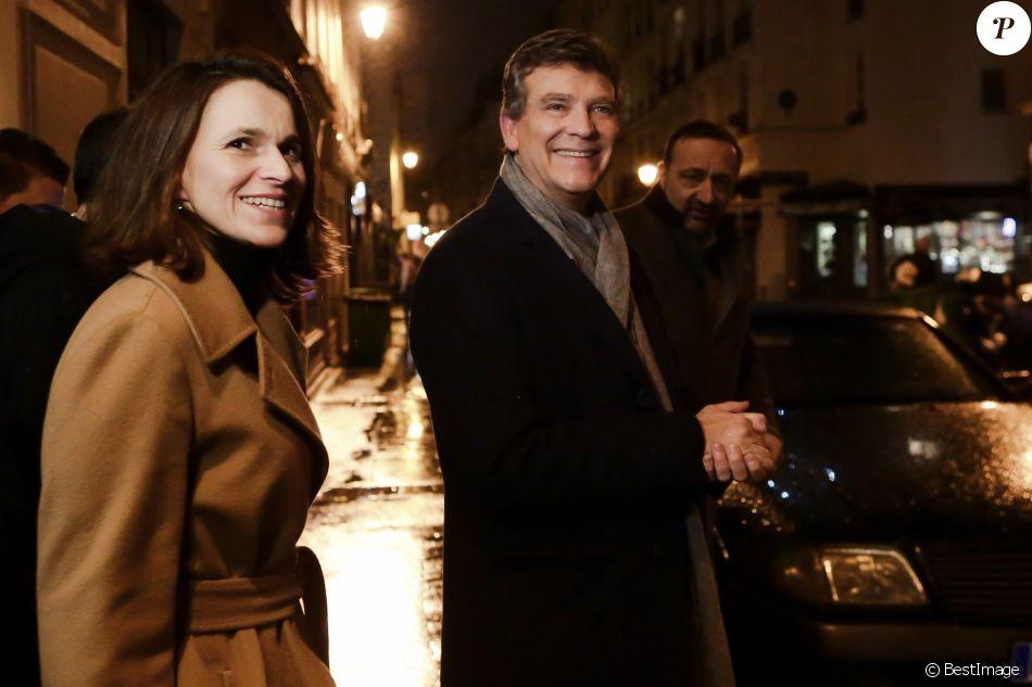 Arnaud Montebourg, candidat à la primaire de la gauche pour les élections présidentielles et sa compagne Aurélie Filippetti durant une rencontre-débat sur la thématique des arts et la culture, à la Maison de la Poésie à Paris, France, le 9 janvier 2017.