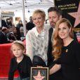 """Amy Adams, sa mère Kathryn Adams, son compagnon Darren Le Gallo et leur fille Aviana - Amy Adams reçoit son étoile sur le célèbre """"Walk of Fame"""" à Hollywood, Los Angeles, Californie, Etats-Unis, le 11 janvier 2017."""