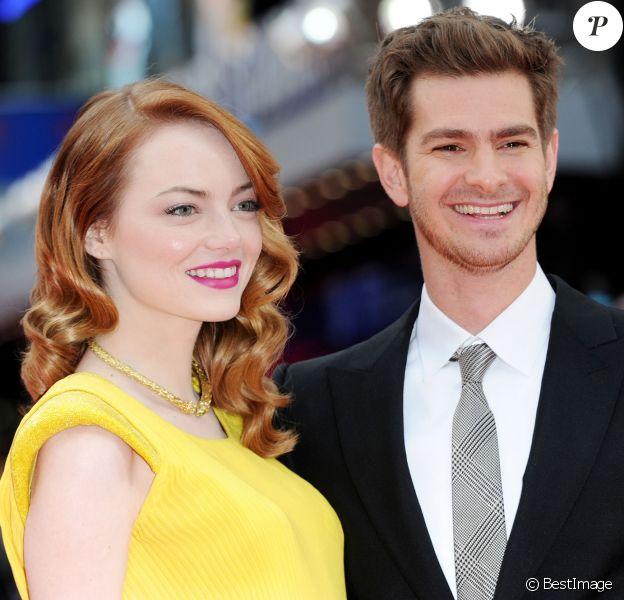 """Emma Stone et son compagnon Andrew Garfield lors de la première du film """"The Amazing Spider-Man 2: Le Destin d'un Héros"""" au cinéma Odeon Leicester Square à Londres, le 10 avril 2014."""