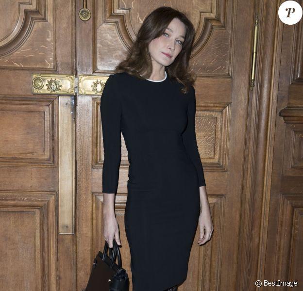 """Carla Bruni-Sarkozy au photocall du défilé de mode Hommes Automne-Hiver 2017/2018 """"Givenchy"""" à Paris le 20 janvier 2017."""