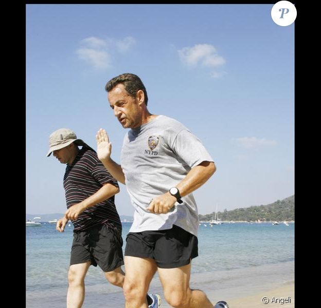 Nicolas Sarkozy n'oublie jamais son joggin matinal, même en vacances !