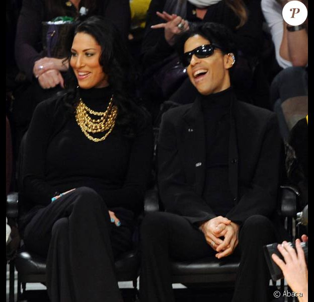 Prince et sa femme assistent à un match de basketball