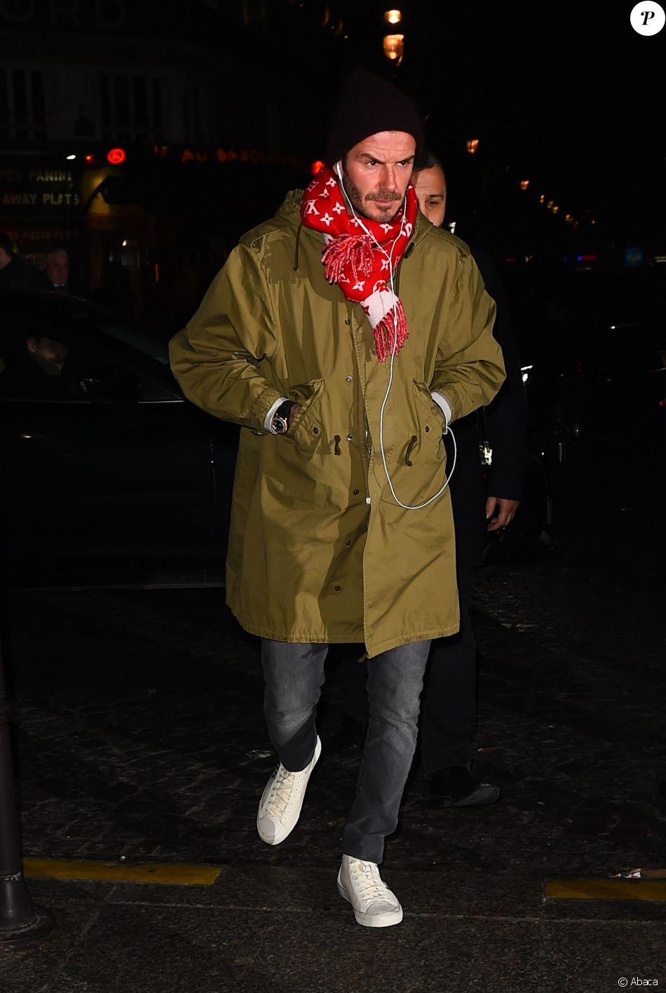 David Beckham porte une écharpe Louis Vuitton x Supreme. Londres, le 23  janvier 2017. a58dc73cb76