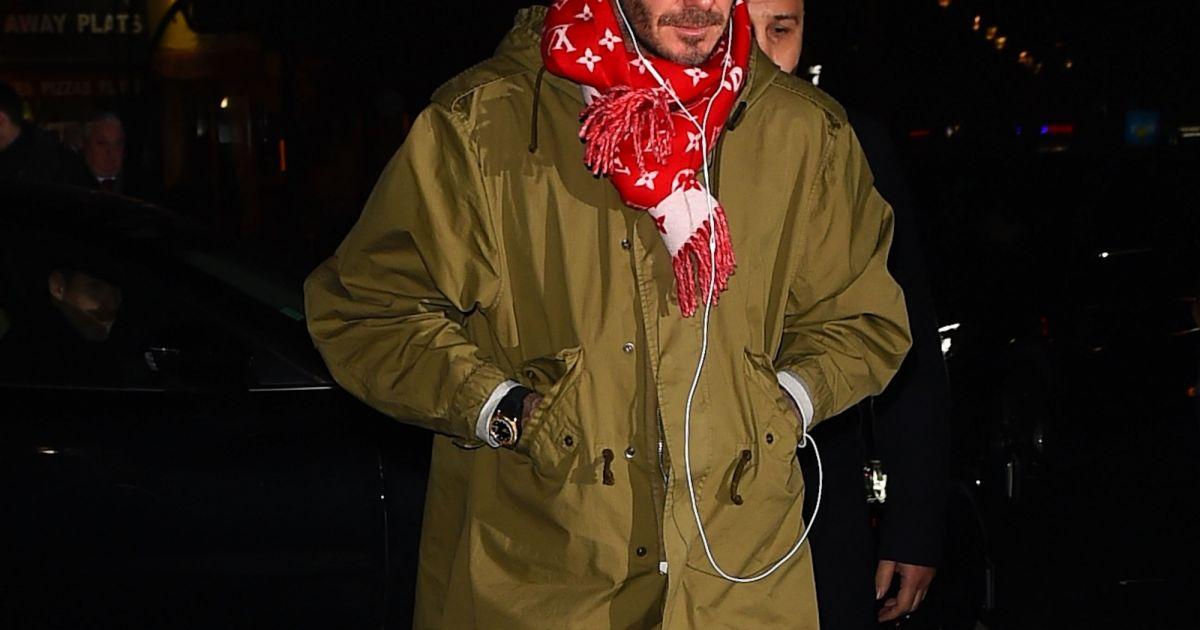 David Beckham porte une écharpe Louis Vuitton x Supreme. Londres, le 23  janvier 2017. - Purepeople e845d6d34a3