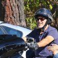 Exclusif - George Clooney se balade en moto Harley-Davidson avec sa femme Amal Clooney le long de Mulholland highway à Los Angeles, le 19 août 2016