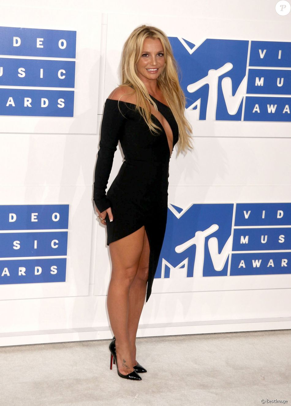 Britney Spears - Photocall des MTV Video Music Awards 2016 au Madison Square Garden à New York. Le 28 août 2016.