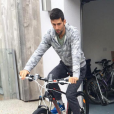 Novak Djokovic et sa femme Jelena, parents d'un petit Stefan né en octobre 2014, ici en plein apprentissage du vélo avec son papa, attendraient leur 2e enfant pour le mois d'août 2017 selon le tabloïd serbe  Blic . Photo Instagram 2016.