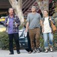 Exclusif - Alanis Morissette est allée déjeuner avec son mari Souleye et ses parents dans un restaurant mexicain à Los Angeles, le 12 décembre 2016