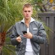 """Exclusif - Justin Biebers'est garé sur une place handicapé à la sortie d'un """"fast food"""" Los Angeles le 23 janvier 2017"""