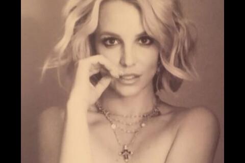 Britney Spears : La poitrine cette fois volontairement dénudée...