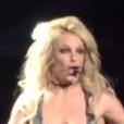 En plein concert, Britney Spears dévoile un sein malgré elle. Photo publiée sur Twitter le 1er février 2017